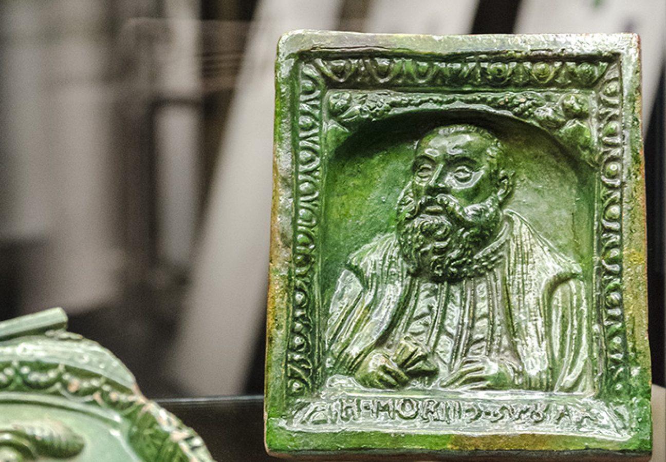 Kachel mit dem Bildnis des Kurfürsten Moritz I. vonSachsen(Ende des 16. Jh.)